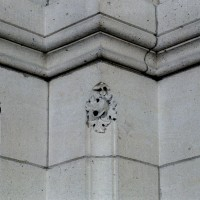 Détails sculptés d'un pilier de la  base du clocher (2008)