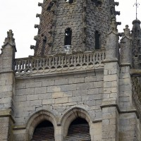 La partie supérieure du clocher et la base de la flèche vues depuis le sud-est (2016)