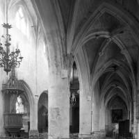Le bas-côté nord de la nef vu vers le sud-ouest (1996)