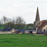 L'église dans son environnement vue du nord-ouest (2008)