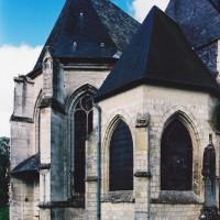 L'abside du choeur du prieuré et, au second plan, celle du choeur de la paroisse vues du nord-est (2003)