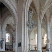 Les arcades assurant la communication entre le choeur paroissial et le choeur Saint-Nicolas vues vers le nord-est (2003)