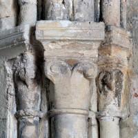 Chapiteaux à l'angle nord-est du choeur du 12ème siècle (2002)