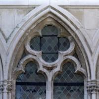 Détail d'une fenêtre du mur nord de la chapelle de l'abbé (2004)