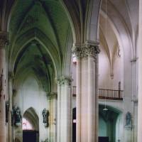 Le bas-côté sud et le revers de la façade vus vers le nord-ouest (2004)