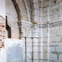 Vue partielle de la base du clocher vers le sud-est (2004)