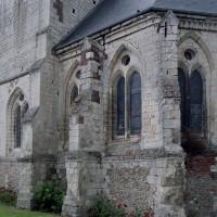 La travée du clocher et le chevet vus du sud-est (2004)