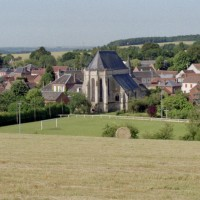 L'église dans son environnement vue du nord-est (2002)