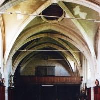 Premières travées de la nef vues vers l'ouest (2006)