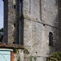 La base du clocher et la chapelle sud du choeur vues du sud-est (2016)