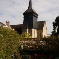 Vue partielle de l'église depuis le jardin Le Sidaner, au sud (2016)