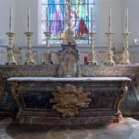 Le maître-autel de l'église Saint-Gilles de Grandvilliers, réputé provenir de l'église abbatiale de Beaupré (2006)