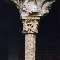Colonnette et chapiteau du porche (2004)