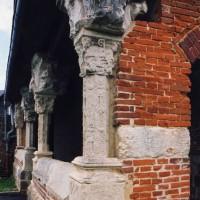 Angle sud-ouest du porche (2004)