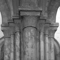Détail d'un pilier de la nef (1996)