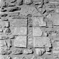 Fenêtre romane au mur gouttereau sud de la nef (1972)