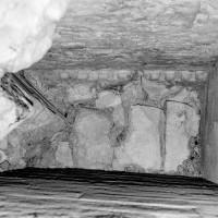 Billettes couronnant le mur du vestibule sud en contact avec la chapelle octogonale (1982)