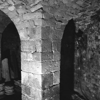 Un pilier de la crypte (1986)