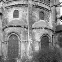 Vue partielle du choeur du 12ème siècle depuis le sud-est (1986)