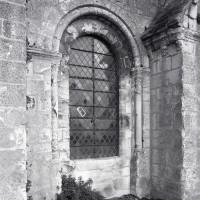 Fenêtre au sud des tribunes de la nef (1986)