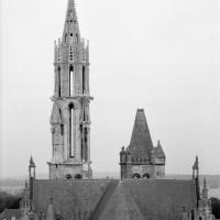 Les parties hautes de la cathédrales vues de l'est depuis le clocher sud de Saint-Pierre (1986)