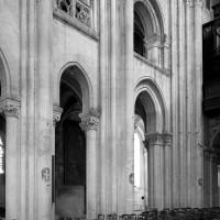 L'élévation partielle des deux premières travées de la nef vue vers le sud-ouest (1986)