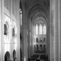 L'intérieur vu vers le nord-est depuis la tribune de l'orgue (1993)