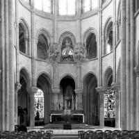 Les parties du 12ème siècle du choeur vues vers l'est (1986)