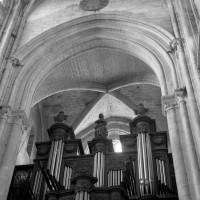 La voûte du 12ème siècle de la première travée de la nef (1986)