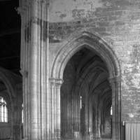 L'arcade ouest du bras nord du transept vue vers l'ouest (1994)