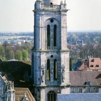 La tour sud vue depuis les parties hautes de la cathédrale (1993)