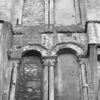 Les baies romanes de la face nord du clocher nord (1993)