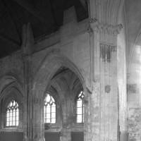 La reprise en sous-oeuvre de la base du clocher roman vue vers le nord-ouest (2016)