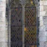 Fenêtre gothique flamboyant à la façade du bras nord du transept (2017)