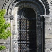 Fenêtre de la façade du bras sud du transept (2017)