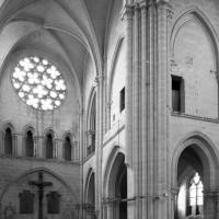 La nef et une partie du transept nord vus vers le nord-ouest