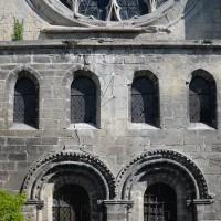 Le triforium vitré de la façade du bras sud du transept (2017)