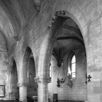 Les arcades du mur gouttereau nord de la nef vues vers le nord-ouest (2000)