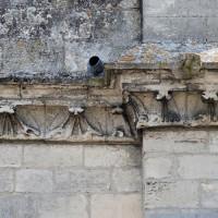 Détail de la frise sculptée de la nef, ici à la façade ouest (2017)