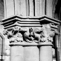 Chapiteaux de la nef