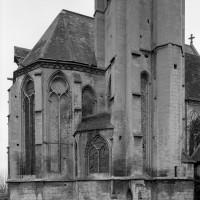 La base du clocher et l'abside vues du nord-est