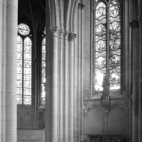 Vue partielle de l'abside et de la chapelle sud vers l'est