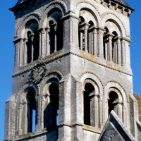 Les étages supérieurs du clocher-porche vus du sud-ouest (1995)