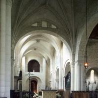 La croisée du transept et la nef vues vers le nord-ouest (1995)