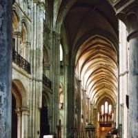 L'intérieur vu vers le sud-ouest depuis le déambulatoire (2006)
