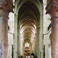 L'intérieur vu vers l'ouest depuis le déambulatoire (2006)