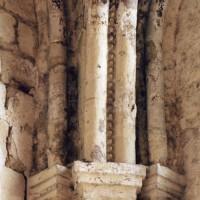Chapiteaux à la retombée de la voûte d'une chapelle de la travée droite du choeur (2007)