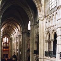 L'intérieur vu vers le nord-ouest depuis les tribunes du choeur (2006)