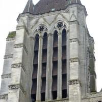 La tour nord de la façade vue depuis le sud-ouest (2015)