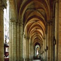 Le bas-côté sud de la nef vu vers l'est (2006)